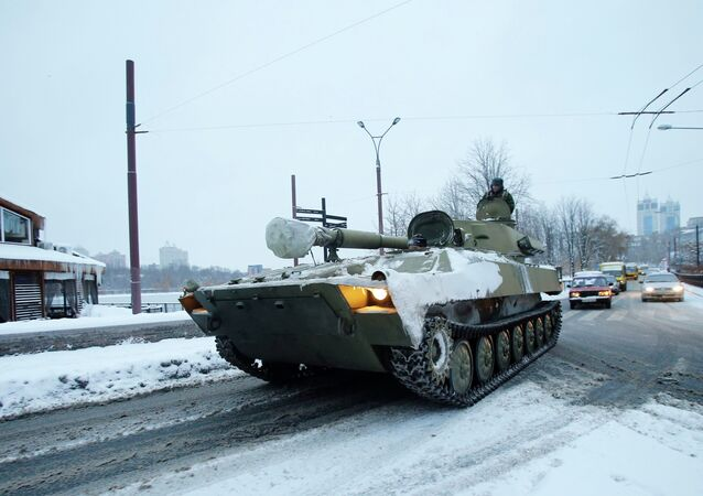 An unmarked 122-mm self-propelled howitzer are seen in downtown of Donetsk in the territory controlled by the self-proclaimed Donetsk People's Republic, eastern Ukraine, December 1, 2014