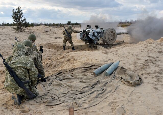 Havan toplarını fırlatan Ukrayna askerleri