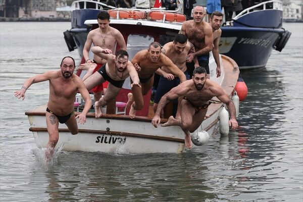 Denizden haç çıkarma töreni - Sputnik Türkiye
