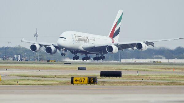 Emirates' inaugural A380 flight to Dallas Fort/Worth International Airport touches down at Dallas-Fort Worth International Airport in Texas. (File) - Sputnik Türkiye