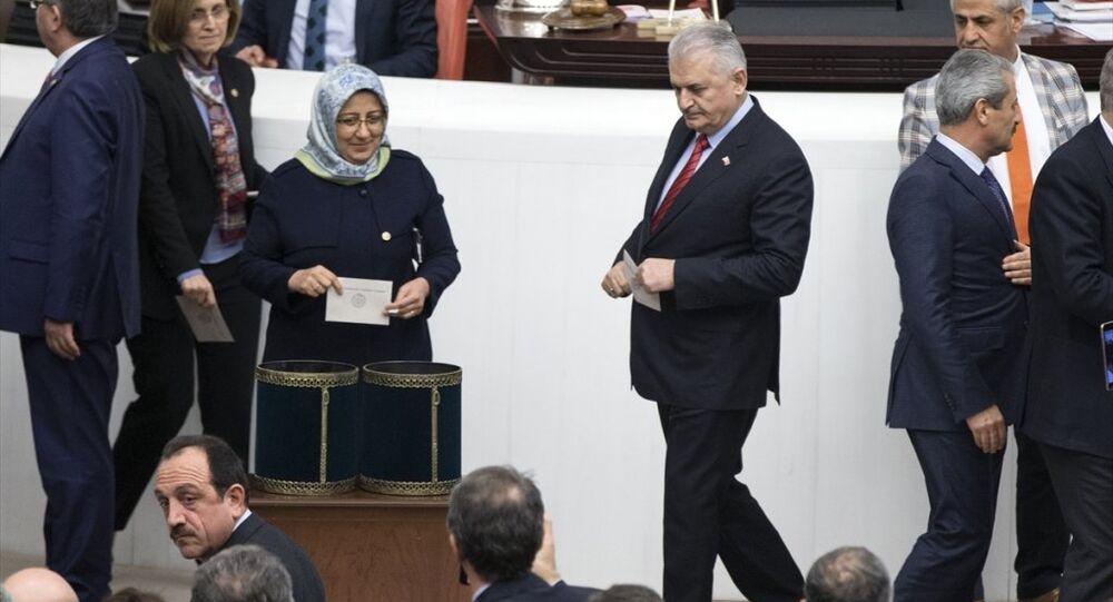 Oylamaya Başbakan Binali Yıldırım da katıldı.
