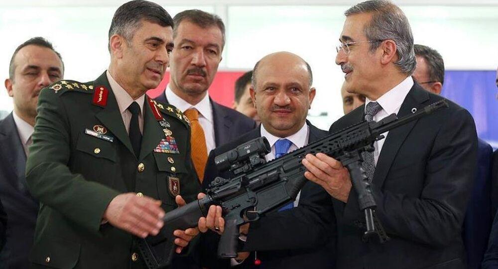 Milli Savunma Bakanı Fikri Işık, Makina ve Kimya Endüstrisi Kurumu (MKEK) Silah Fabrikası'ndaki Milli Piyade Tüfeği'nin (MPT-76) teslim töreninde yaptığı konuşmada, silahın yapımında emeği olanlara teşekkürlerini sundu.