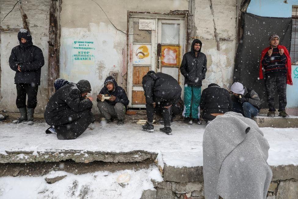 Ancak sığınmacılar bir yuva arayışıyla barındıkları bu binalarda da dondurucu soğukla karşı karşıya.