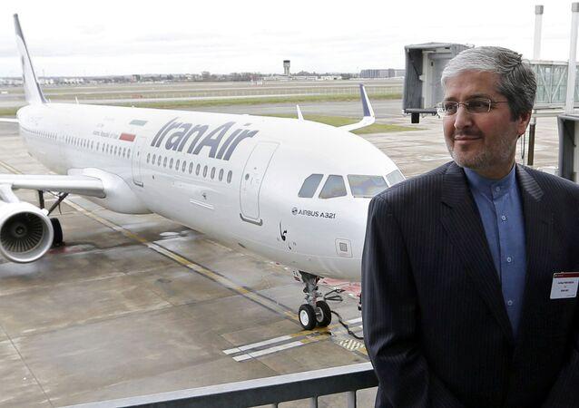 IranAir Başkanı Farhad Parvareş ve teslim alınan ilk Airbus A321 yolcu uçağı
