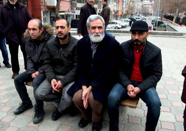 İhraç edilen KESK'li memurlar, oturma eylemi yapmak için her gün 227 lira ödüyor