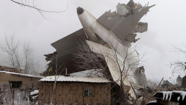 Türk kargo uçağı Kırgızistan'da yerleşim yerine düştü - Sputnik Türkiye