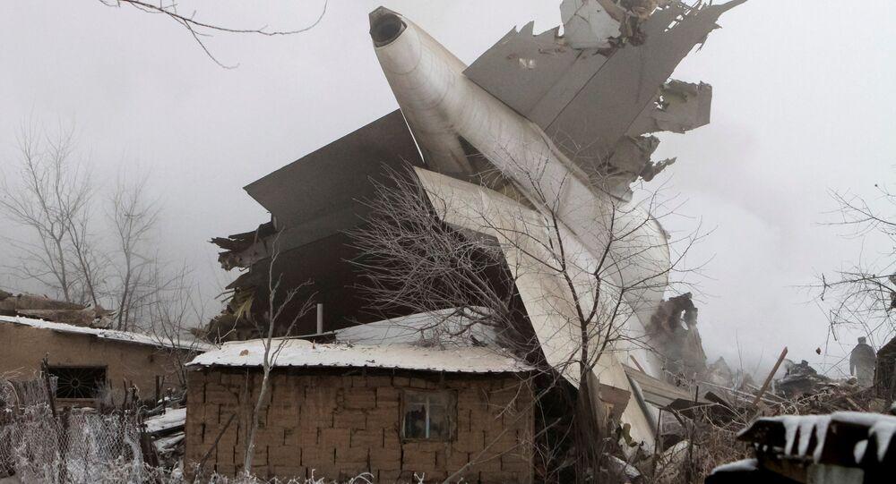 Türk kargo uçağı Kırgızistan'da yerleşim yerine düştü