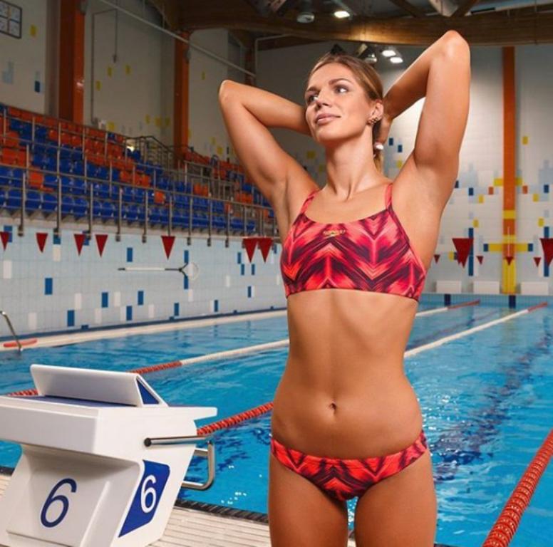 Rus yüzücü Yuliya Yefimova  50 m kurbağalama dünya rekorunun ve 100 m & 200 m kurbağalama Avrupa rekorlarının sahibi. 2016 Yaz Olimpiyatları'nda da gümüş madalya kazanan 24 yaşındaki Yefimova 1.78 boyunda.