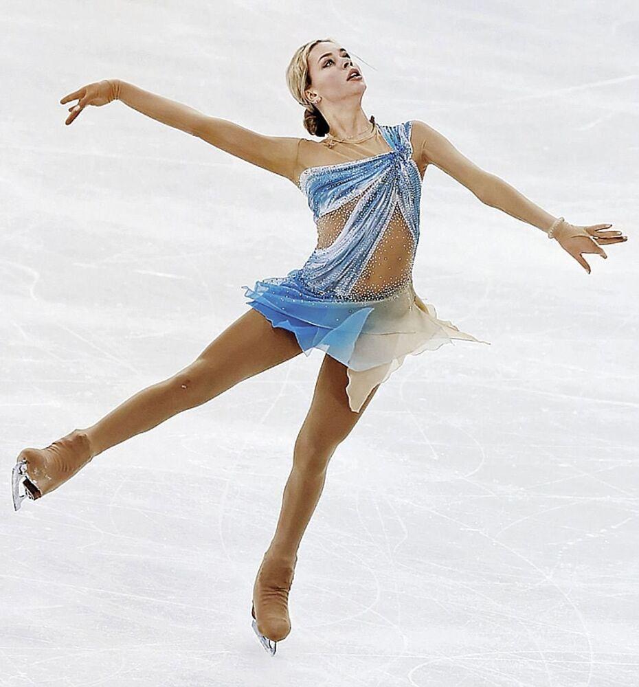 18 yaşındaki ve 1.67 boyundaki Anna Pogorilaya, buz pateni alanında 2016 yılının dünya şampiyonu. Pogorilaya dünyanın en seksi buz patencilerinden biri olarak anılıyor.