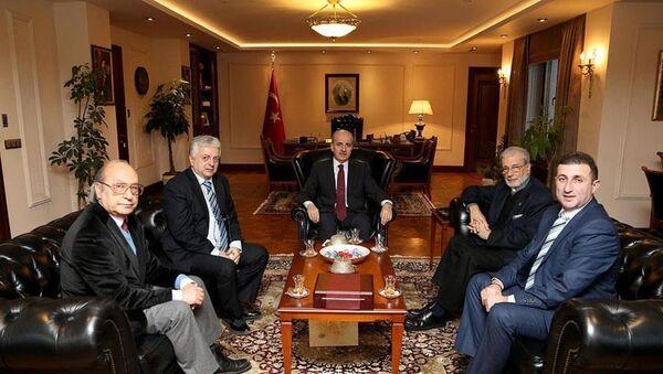 Numan Kurtulmuş, Türkiye Ermeni Katolik Cemaati Ruhani Reisi Başpiskopos Levan Zekiyan - Sputnik Türkiye