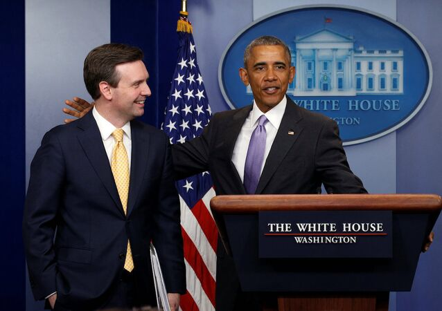ABD Başkanı Barack Obama ve Beyaz Saray Sözcüsü Josh Earnest