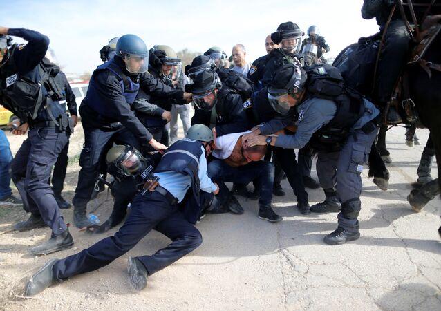 Necef çölüne yıkıma giden İsrail askeri