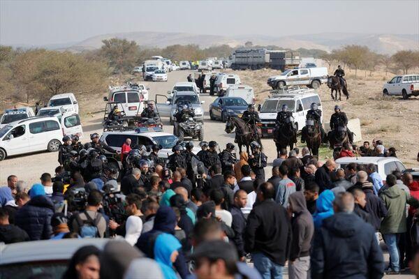 İsrail askerleri ile Filistinliler arasında yıkım gerginliği - Sputnik Türkiye