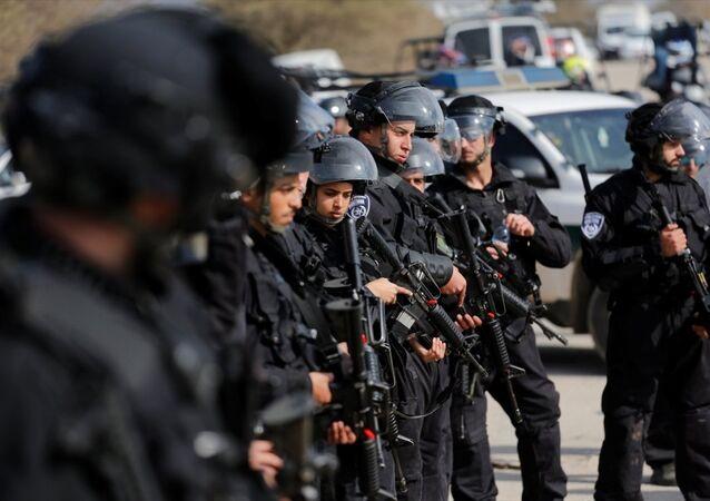 İsrail askerleri ile Filistinliler arasında yıkım gerginliği