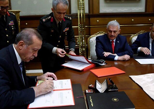 2016 yılı YAŞ kararlarını Cumhurbaşkanı Erdoğan'ın imzasına sunulması - Kurmay Albay Fehmi Atuk