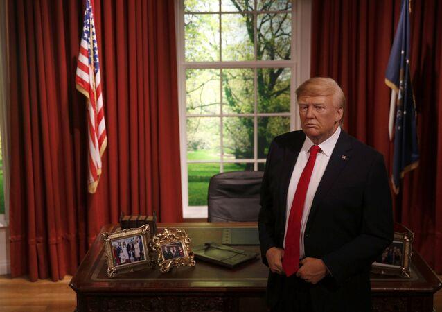 ABD'nin yeni Başkanı Donald Trump, 20 Ocak'taki göreve başlama töreninden önce Beyaz Saray'daki Oval Ofis'te boy gösterdi. Ünlü balmumu heykel müzesi Madame Tussauds'nun Londra ve Washington şubeleri için, Trump'ın Oval Ofis'te olduğu bir balmumu heykel yapıldı.