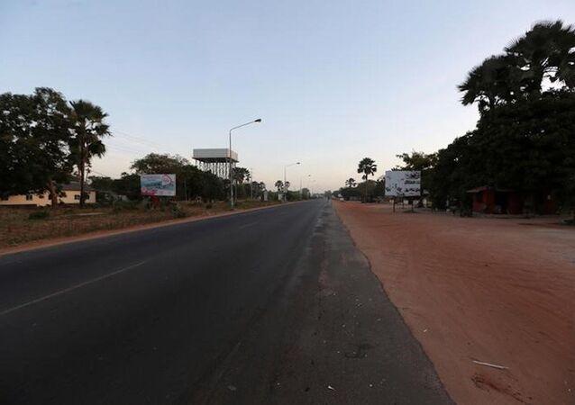 Gambiya'daki boş yollar.