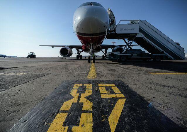 Domodedovo Havalimanı'ndaki Sukhoi Superjet 100 (SSJ-100)