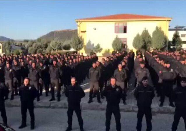 Suriyeli polisler