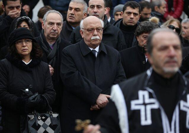 Kültür Bakanı Nabi Avcı Hrant Dink'in mezarı başındaki anmada