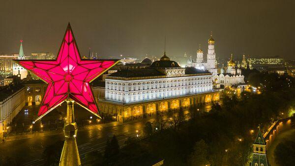 Kremlin'de, Vodovzvodnaya Kulesi'ndeki yıldız. - Sputnik Türkiye