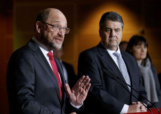 SPD Genel Başkanı Sigmar Gabriel ve eski AP Başkanı Martin Schulz