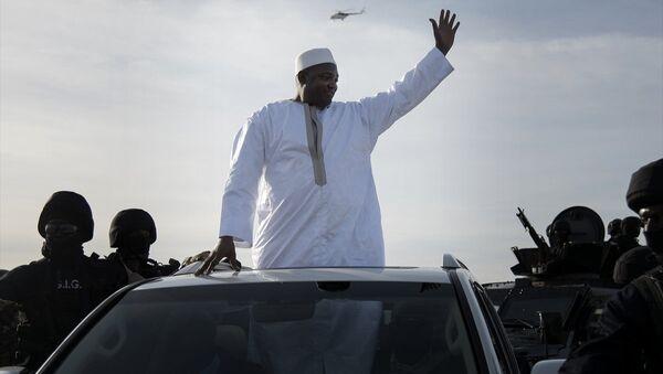 Gambiya'nın yeni Devlet Başkanı Adama Barrow ülkesine döndü. - Sputnik Türkiye