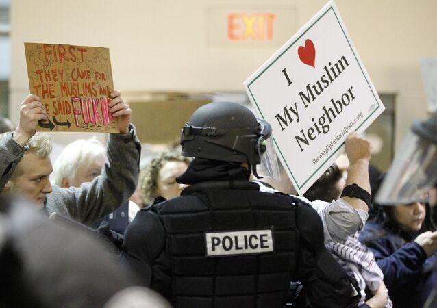 Trump'ın imzaladığı kararın ardından ABD'de, göçmenlere vize yasağı uygulanmaya başlandı