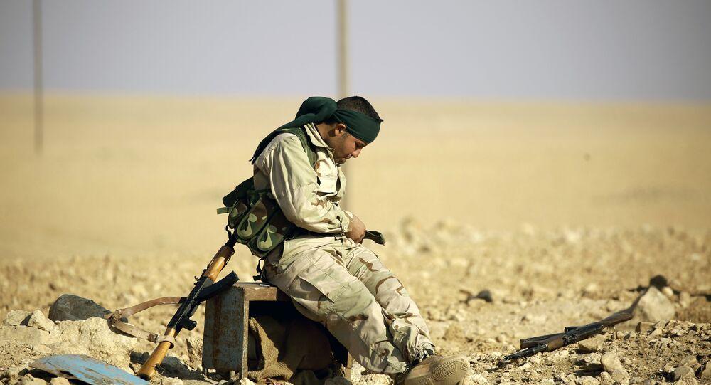 Rakka yakınlarındaki bir mevzide bir DSG savaşçısı