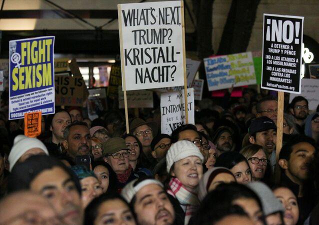 Trump'ın vize yasağı kararını Seattle'da protesto eden eylemciler