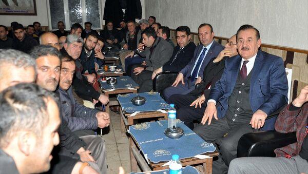 Muş'un Hasköy ilçesinde bir araya gelen Bıdıri aşiretinin ileri gelenleri, nisan ayında yapılması öngörülen anayasa değişikliğine ilişkin referandumda 'Evet' oyu kullanacaklarını açıkladı. - Sputnik Türkiye