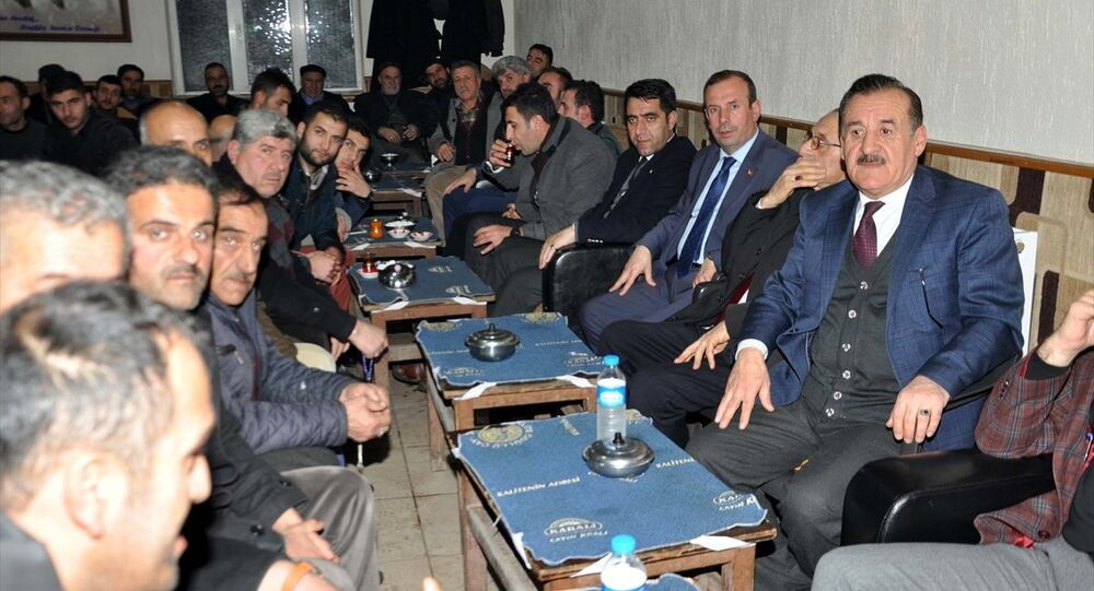 Muş'un Hasköy ilçesinde bir araya gelen Bıdıri aşiretinin ileri gelenleri, nisan ayında yapılması öngörülen anayasa değişikliğine ilişkin referandumda 'Evet' oyu kullanacaklarını açıkladı.