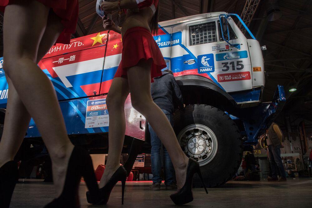 Moskova'nın Sokolniki Fuar Merkezi'nde açılan MotorSpor Expo'daki modeller.