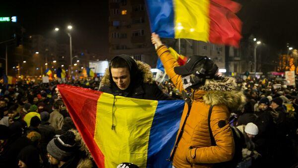 Romanya'da eylemciler hükümetin istifasını istedi - Sputnik Türkiye
