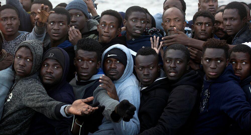 Libya üzerinden İtalya'ya gitmek isteyen Sahra Altı Afrikalı göçmenler