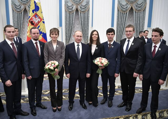 Putin, Kremlin'de genç bilim insanlarına ödül verdi