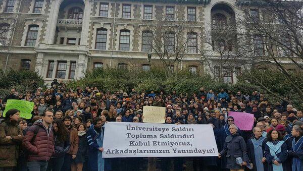 Boğaziçi Üniversitesi'nde KHK ile ihraçlara protesto - Sputnik Türkiye