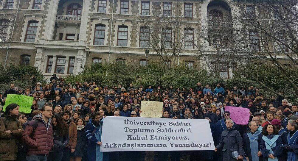 Boğaziçi Üniversitesi'nde KHK ile ihraçlara protesto