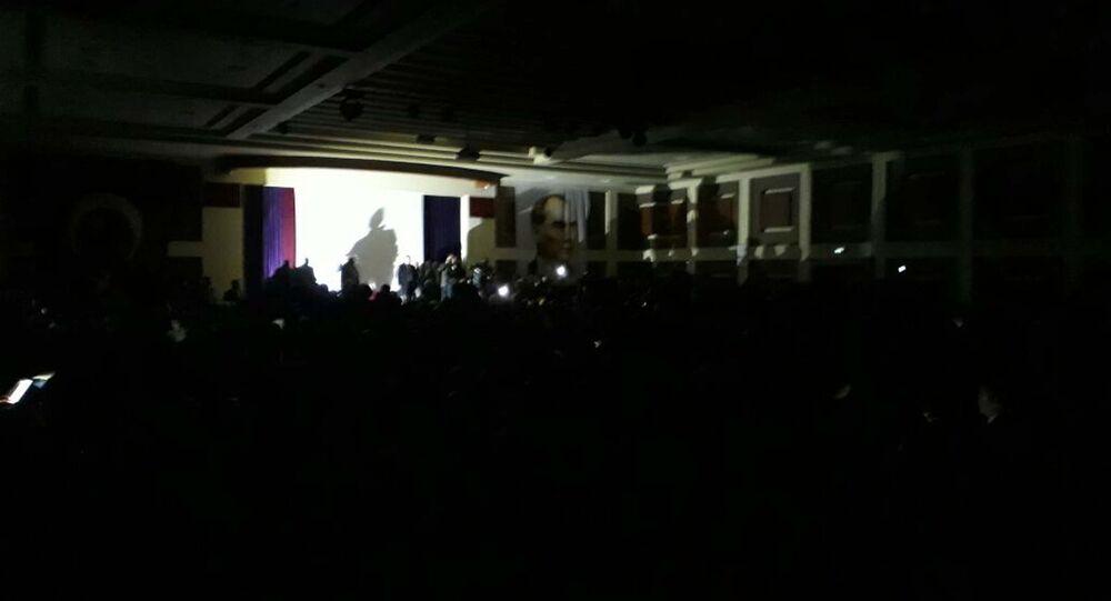 Meral Akşener konuşmasını karanlıkta yaptı