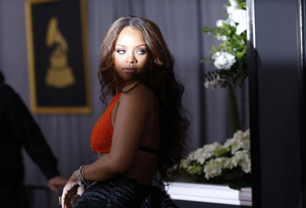 Grammy Ödülü Törenine katılan ünlü şarkıcı Rianna.