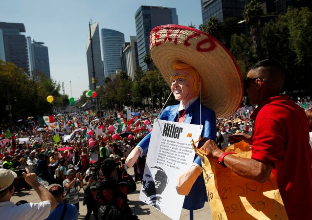 Mexico City'de Donald Trump protestosu