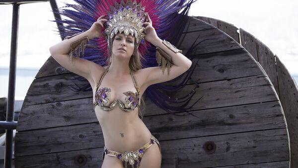 Brezilya'da gerçekleştirilecek dünyaca ünlü Rio Karnavalı'nda Rusya'nın başkenti Moskova'dan 25 yaşındaki Yulyana Titayeva da samba hünerlerini gösterecek. - Sputnik Türkiye