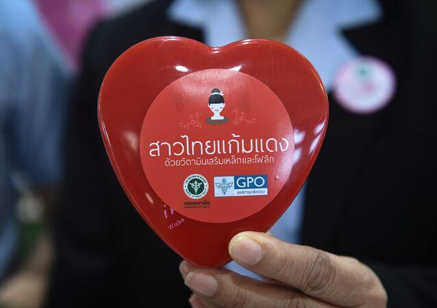 Tayland Sağlık Bakanlığı'nın ülkedeki doğum oranını arttırma çabaları kapsamında kadınlara dağıttığı doğum öncesi vitaminleri