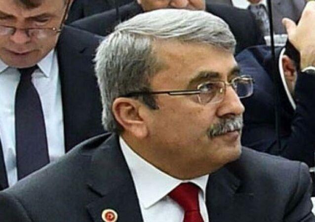 İzmir Büyükşehir Belediye Meclisi MHP Grup Başkan Vekili Remzi Taktakoğlu