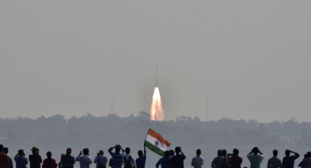 Hindistan uzaya tek seferde 104 uydu göndererek rekor kırdı