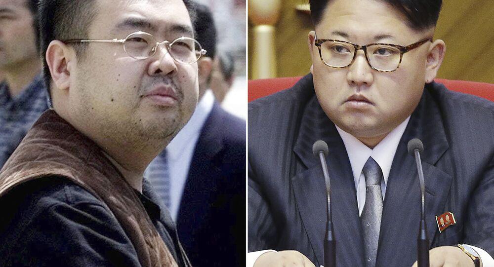 Kim Jong-nam (solda) ve Kuzey Kore lideri Kim Jong-un