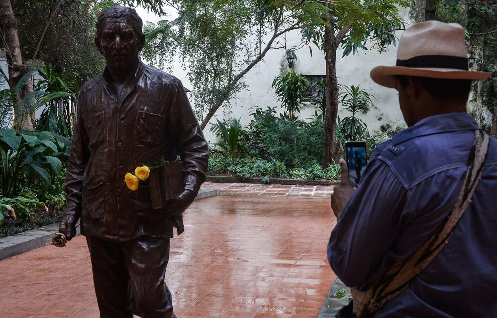 2014'te yaşamını yitiren Marquez, Küba'nın efsanevi lideri Fidel Castro'nun arkadaşıydı ve Havana'da bir süre yaşamıştı.