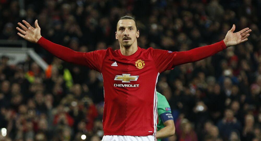 Manchester United'lı Zlatan Ibrahimovic St. Etienne'e karşı 3 golle maça damgasını vurdu
