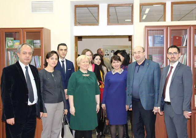 Marmara Üniversitesi öğretim üyesi Prof. Dr. Kemalettin Kuzucu, Rus öğrencilerine çay kültürü ve tarihini anlattı