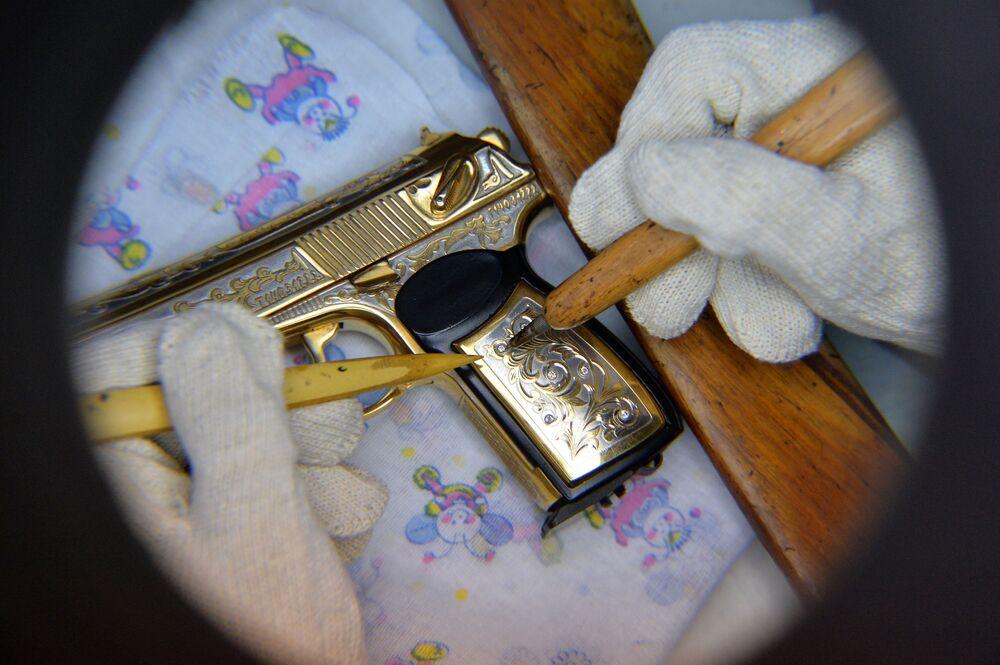 El yapımı havalı tabanca.
